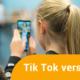 Ein Mädchen verwendet die Tik Tok App