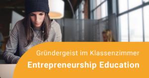 Junge Unternehmerin arbeitet.