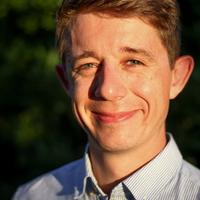 Leo Kleinschmidt im Porträt, Mann im Hemd, Dozent der Fortbildung zum Internet ABC