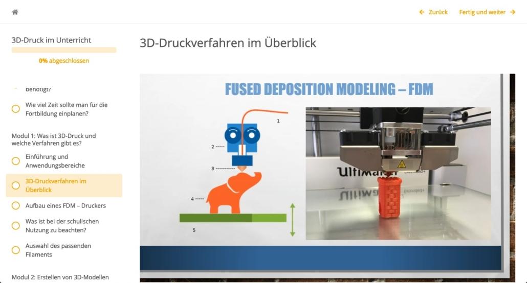 zu sehen ist ein 3D-Drucker, der einen Turm und Elefanten druckt