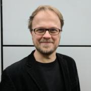 Porträtfoto von Jöran Muuß-Merholz