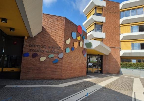 Foto des Eingangs der Deutschen Schule in Barcelona